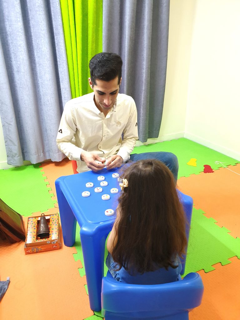 بازی درمانی در مرکز کاردرمانی میدان ولی عصر